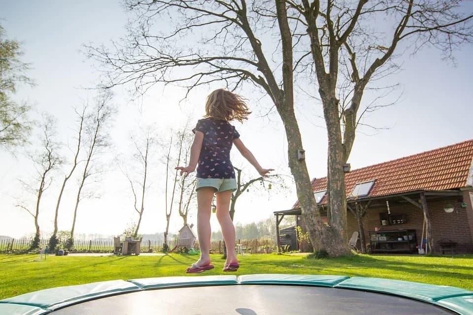 Trampoline: je kinderen spelen elke dag buiten